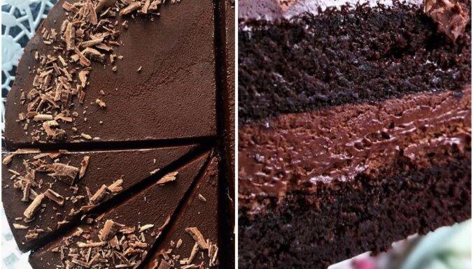 Sulīga šokolādes kūka ar bagātīgu šokolādes krēmu