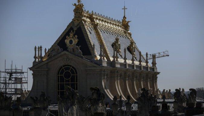 Foto: Francijā atjaunota Versaļas karaliskā kapela ar zelta jumtu