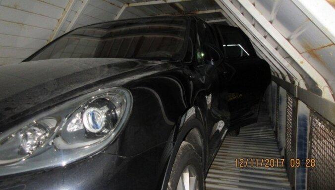 Таможенники пресекли контрабанду сигарет и вывоз краденого Porsche Cayenne