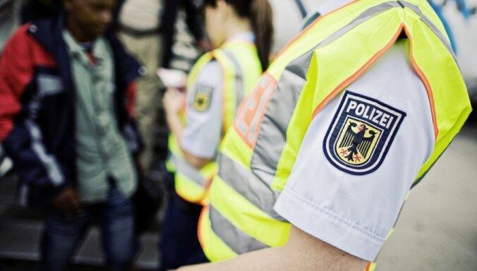 Мужчина в камуфляжной форме устроил нападение возле синагоги в Гамбурге