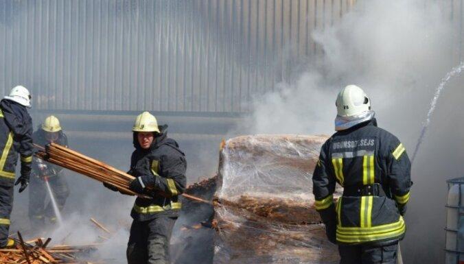 Smiltenē izcēlies ugunsgrēks mēbeļu ražošanas uzņēmumā 'Troll Smiltene'