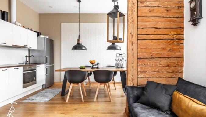 Tallinas pērle: brīnišķīgi renovēts dzīvoklis 19. gadsimta namā ar koka sienām