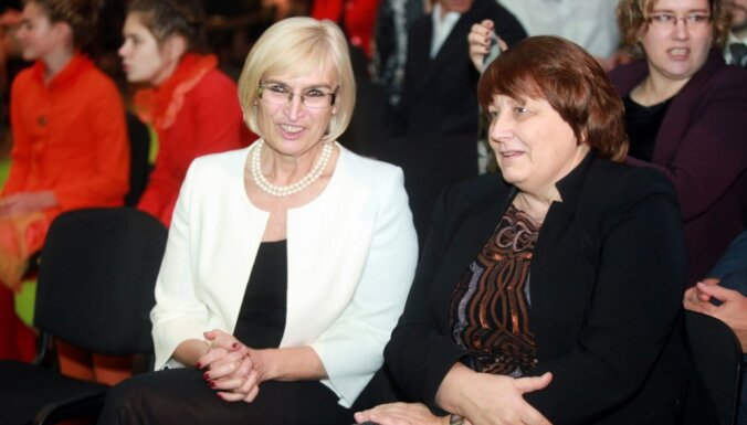 Straujuma oficiāli pieņem Circenes demisiju; Baumanis vēl vērtē piedāvājumu kļūt par ministru