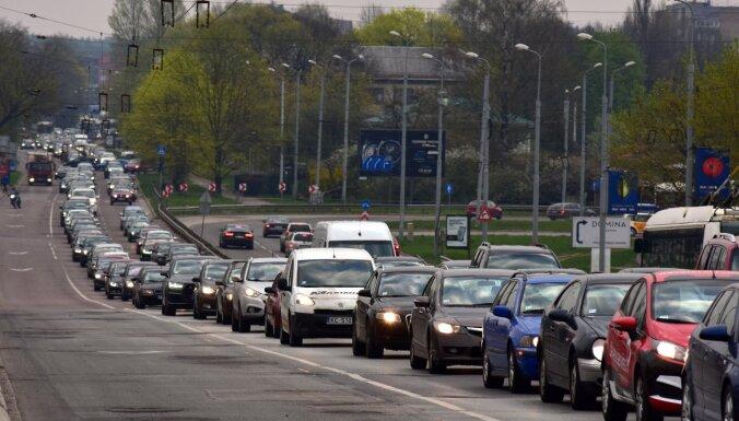 """70 000 евро убытков в день и две недели транспортного коллапса. Итоги """"битвы за Деглавский мост"""" на Delfi TV"""