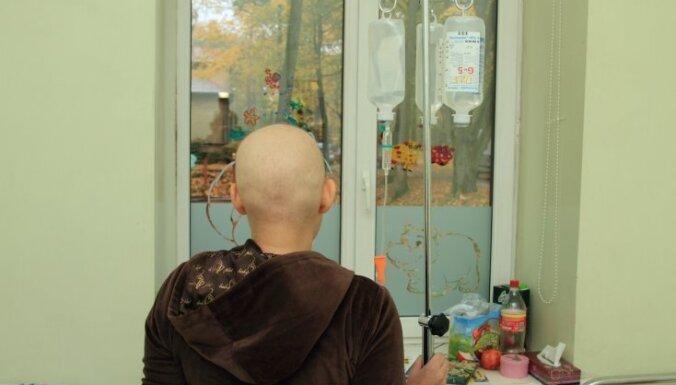Vēža pacientiem izmeklējumi jāgaida pat sešus mēnešus: kāpēc 'izdevīgi' saslimt janvārī