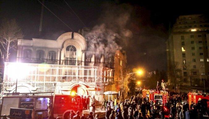Толпа в Тегеране напала на посольство Саудовской Аравии