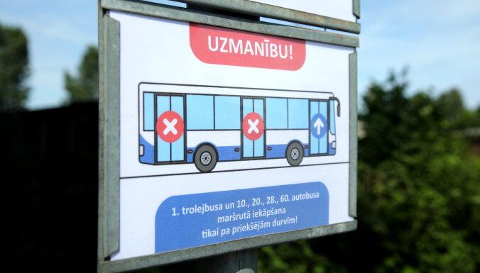 Результаты запрета входить в транспорт через средние и задние двери превзошли ожидания Rīgas satiksme