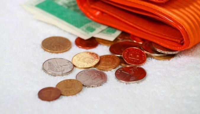 Средняя зарплата в Латвии достигла докризисного уровня