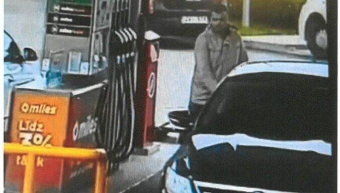 """Валмиера: водитель """"бесплатно"""" заправился на 139 евро на краденых номерах"""