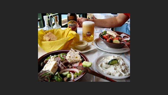Grieķu salāti ar kazas sieru. Foto: Daniel Brinckmann