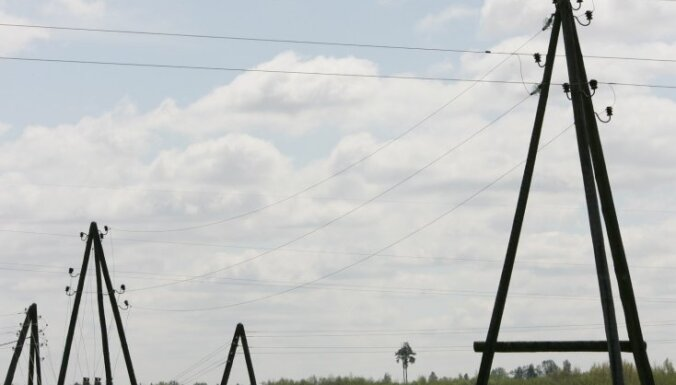 Ventspils apkārtnē tūkstošiem cilvēku uz brīdi paliek bez elektrības