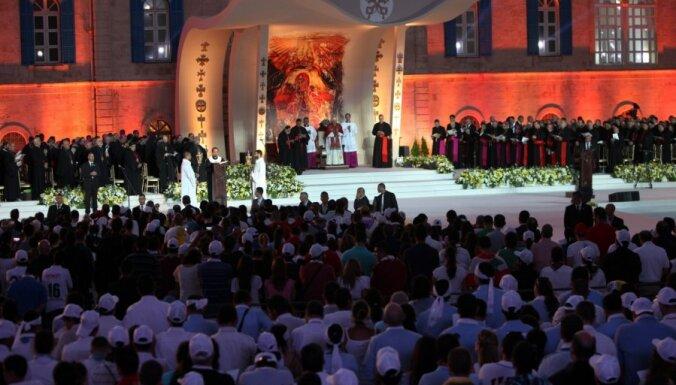 Pāvesta mise Libānas galvaspilsētā pulcē 350 tūkstošus cilvēku