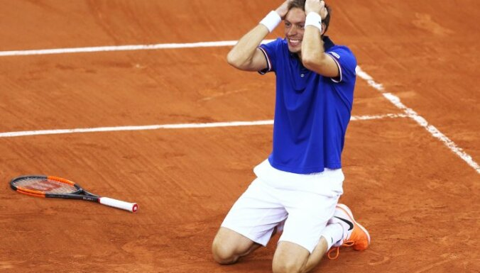 France Nicolas Mahut reacts after winning Davis Cup