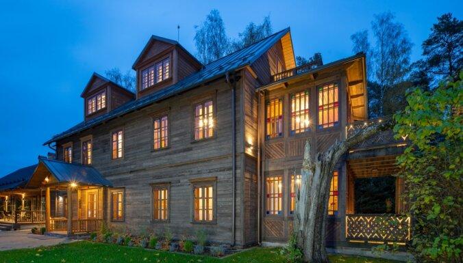 Foto: Dzīvojamās mājas, kas plūca laurus Latvijas Būvniecības gada balvā
