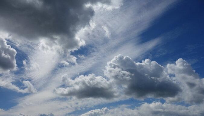 Ceturtdien saule mīsies ar mākoņiem, dažviet gaidāms īslaicīgs lietus