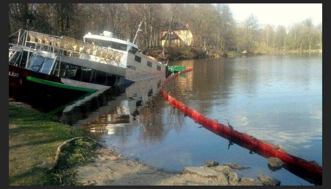 Administratīvās lietas par izklaides kuģīša nogrimšanu Lielvārdē nebūs