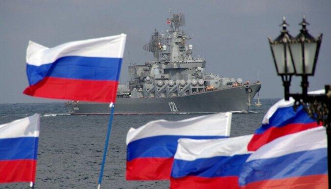 Latvijas robežas tuvumā turpina 'sirot' vairāki Krievijas kuģi