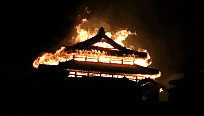 ФОТО: В Японии загорелся замок Сюри. Он находится в списке ЮНЕСКО