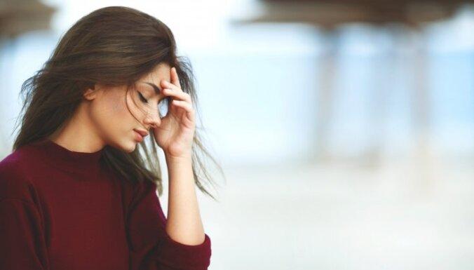 Kā ieradums sevi kritizēt noved līdz depresijai. Kā to mainīt