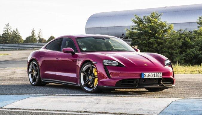 'Porsche' modernizējis elektriskā 'Taycan' modeļu saimi