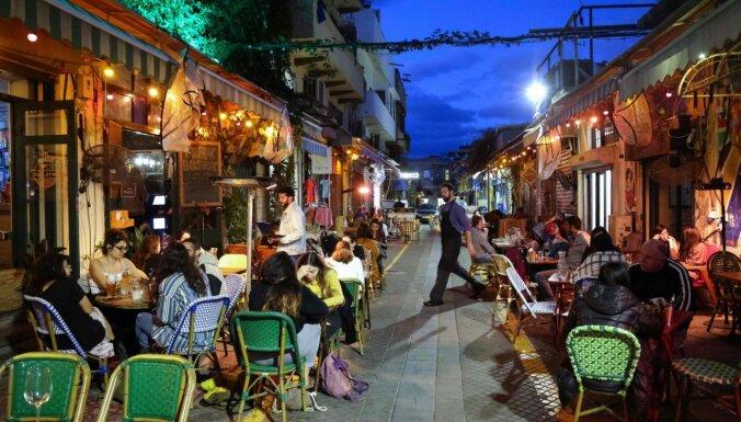 Izraēlā atveras restorāni un daļēji arī skolas