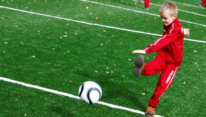 Saeima uzdod valdībai nodrošināt bērniem un jauniešiem sporta nodarbības arī ierobežojumu laikā