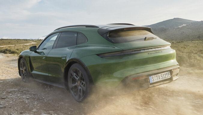'Porsche Taycan' ieguvis paaugstinātās pārgājības versiju 'Cross Turismo'
