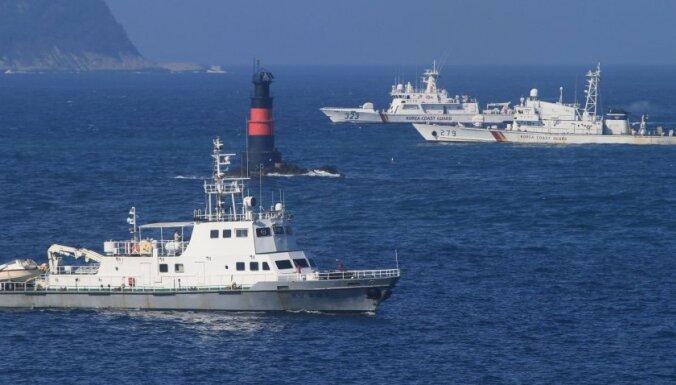 Dienvidkorejieši ar lodēm atgaiņā ķīniešu zvejniekus
