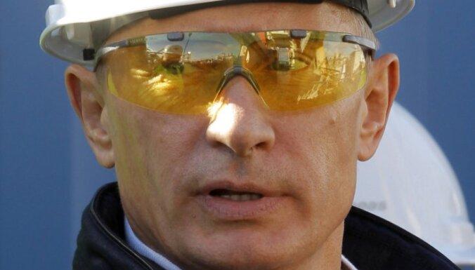 Путин: критиковать власть можно, но талантливо
