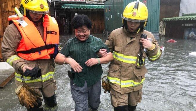 Viesuļvētra 'Mangkhut' prasījusi 64 cilvēku dzīvības Filipīnās; divi upuri arī Ķīnā