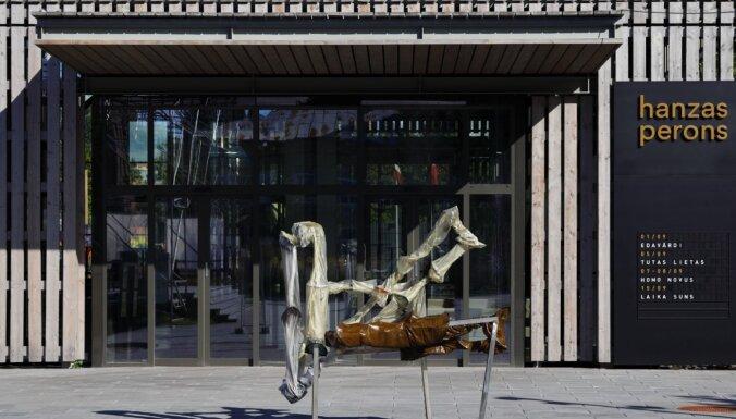 Ļaunprātīgi sabojāts Indriķa Ģelža mākslas darbs pie 'Hanzas perona'