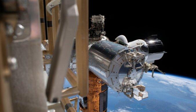 Первый грузовой корабль Dragon нового поколения отстыковался от МКС