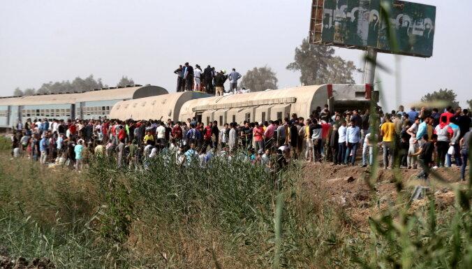 Vilciena avārijā Ēģiptē ievainoti vismaz 109 cilvēki