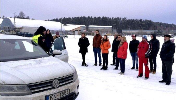 CSDD aicina autobraucējus uz ziemas drošas braukšanas nodarbībām