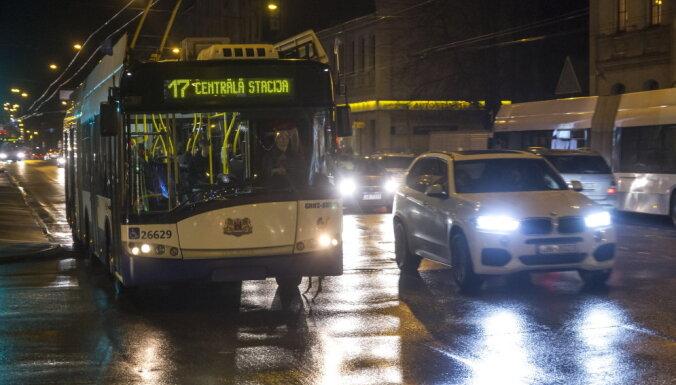 Sabiedriskais transports Rīgā komandantstundās kursēs līdz pulksten 22