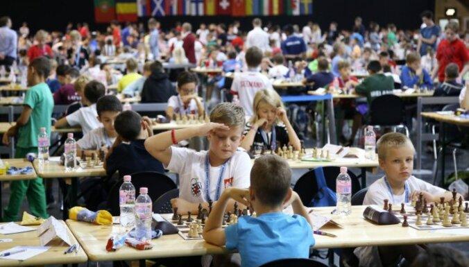 Trīs Latvijas šahistes iekļūst labāko divdesmitniekā Rīgā notikušajā Eiropas čempionātā jauniešiem