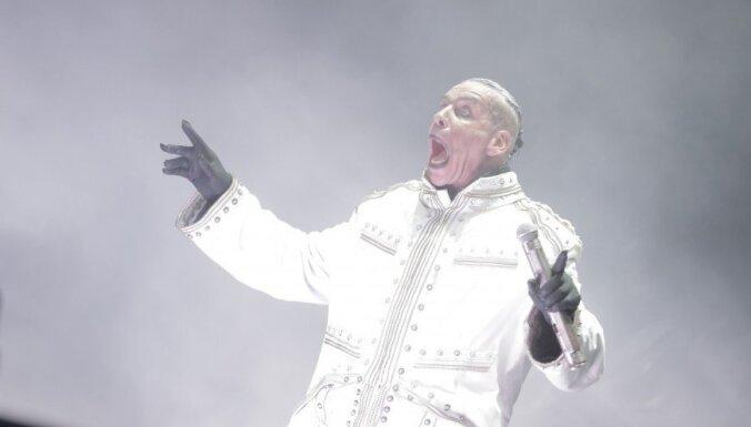 Foto: 'Rammstein' spridzina Tallinas Dziesmusvētku estrādē