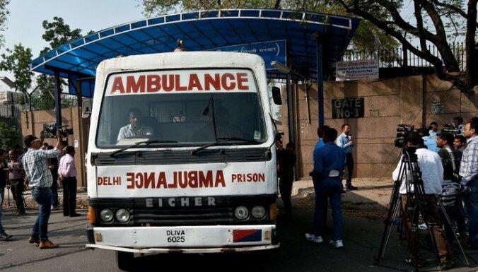 ВИДЕО: в Индии рухнул аттракцион с десятками людей