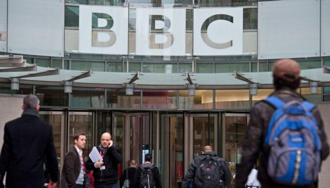 BBC raidījumu vadītājs Stjuarts Hols atzinis seksuālu uzmākšanos nepilngadīgajiem