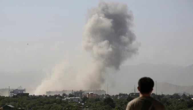 Afganistānā mīnēta auto sprādzienā 21 cilvēks nogalināts, bet 91 ievainots