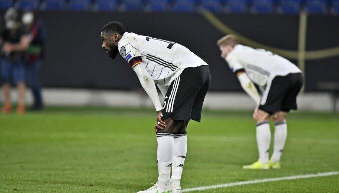 Самолет сборной Германии по футболу совершил аварийную посадку