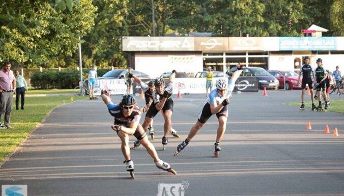 Pundurs un Žebere uzvar Rīgas atklātajā čempionātā skrituļslidošanā