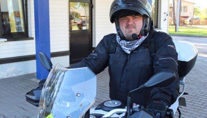 Foto: Kurzemē ducina jaudīgie Latvijas 'Gada motocikla' pretendenti