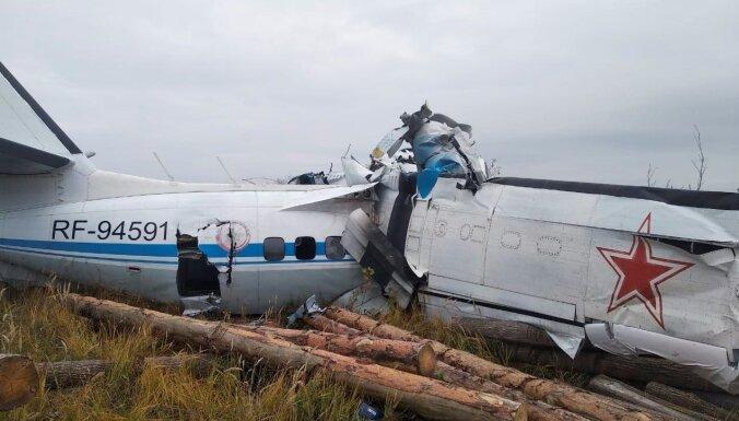 Krievijā izpletņlēcēju lidmašīnas avārijā gājuši bojā 16 cilvēki