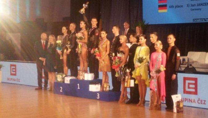 Latvijas sporta deju pāris Eiropas kausā 10 dejās izcīna ceturto vietu