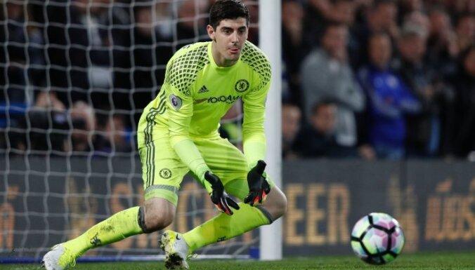 Chelsea Belgian goalkeeper Thibaut Courtois