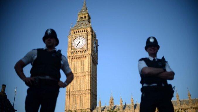 Mātes cīņa par atņemto meitu: Londonā arestēta Laila Brice