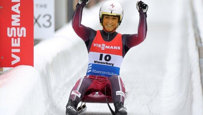 Latvijas kamaniņu sportisti pieticīgā konkurencē izcīna bronzu komandu stafetē