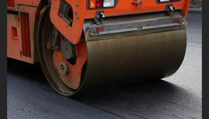Дорогу возле Скривери отремонтировали с дефектами: стройкомпания переделает все за свой счет