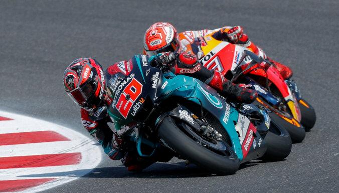 Markess pēdējā aplī izrauj uzvaru Sanmarīno un tuvojas 'MotoGP' titula aizstāvēšanai